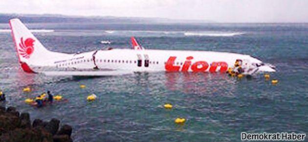 Yolcu uçağı okyanusa düştü