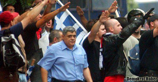 Yunanistan'da ırkçılar kan topluyor