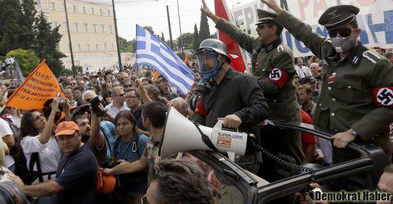 Yunanistan'da Merkel isyanı!