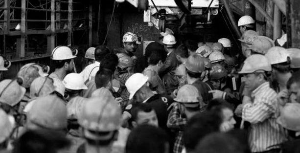 Yüzlerce işçinin naaşı kapının önüne yığılmış