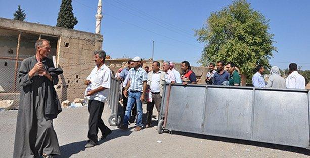 Yüzlerce kişi sınır kapısından Kobani'ye döndü