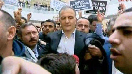Zaman Gazetesi Genel Yayın Yönetmeni Ekrem Dumanlı gözaltına alındı