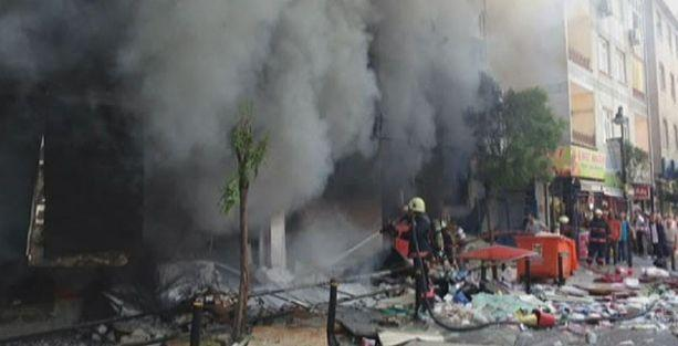Zeytinburnu'nda tramvay durağı yakınında patlama