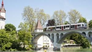 10 Mülteciyi Kabul Etmeyip 300.000 Dolar Cezayı Tercih Eden Süper Zengin İsviçre Köyü